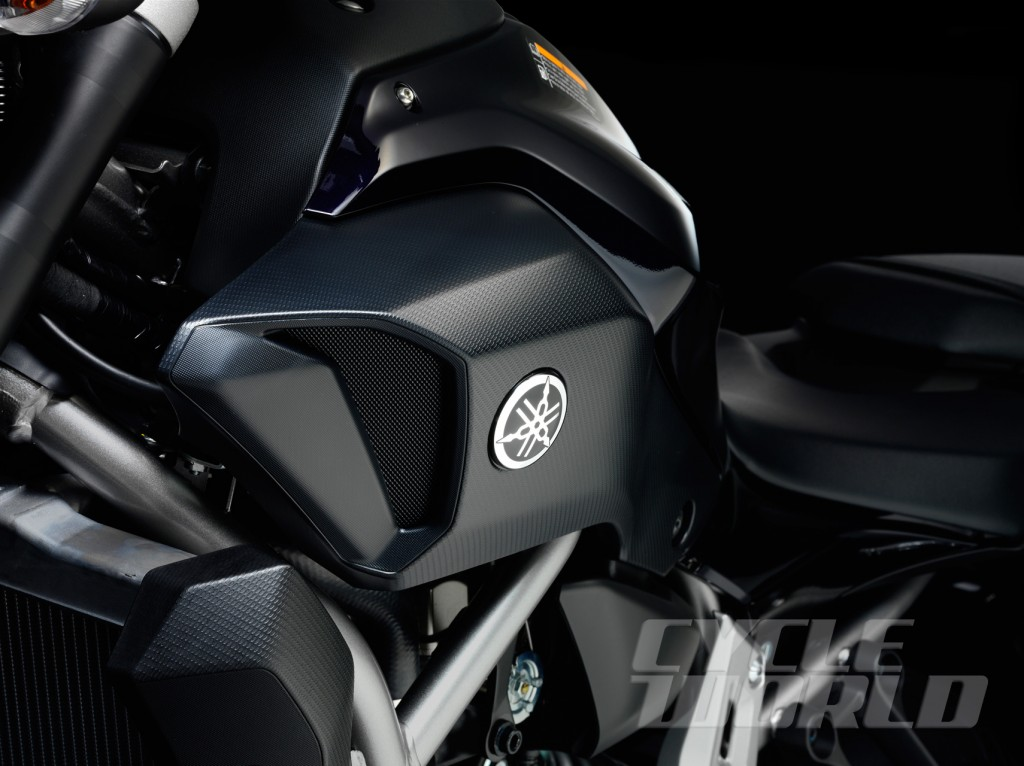 2014-Yamaha-MT-07_detail-air-scoop