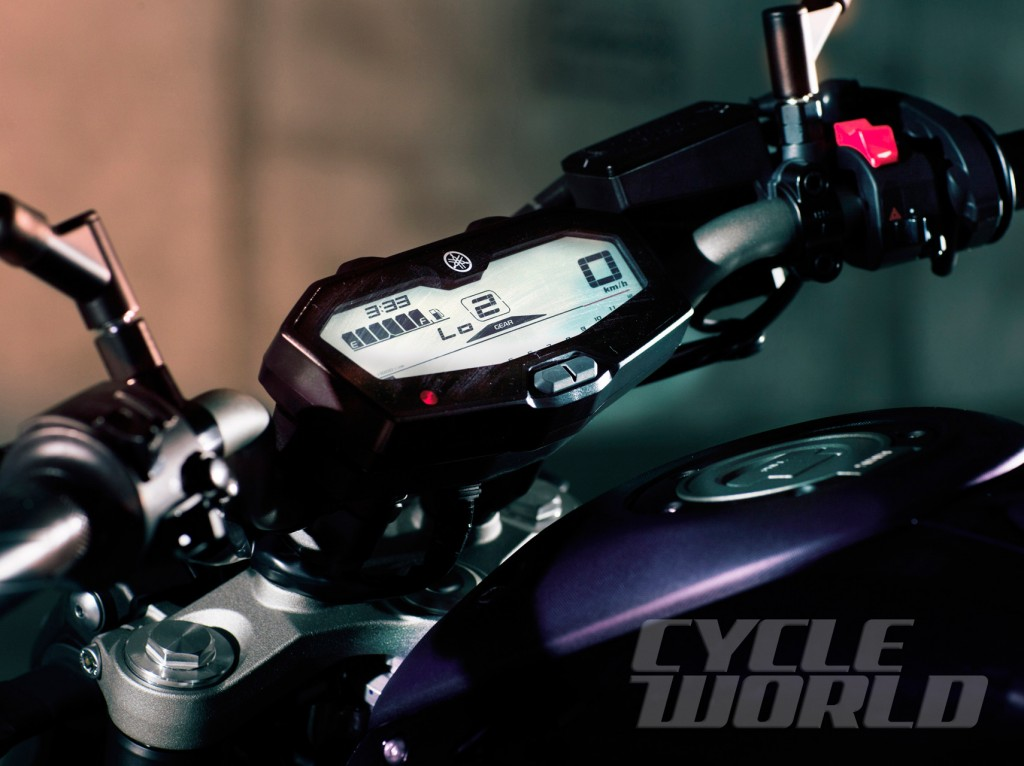 2014-Yamaha-MT-07_detail-instruments