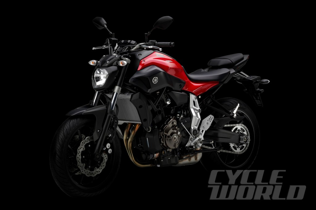 2014-Yamaha-MT-07_studio-red-34