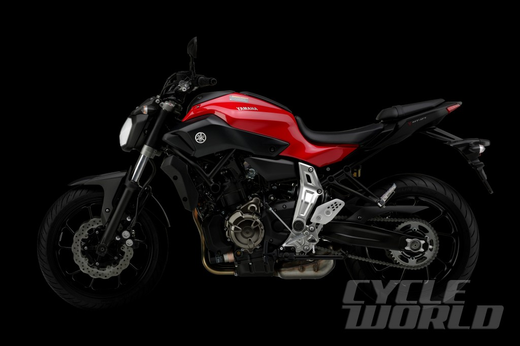 2014-Yamaha-MT-07_studio-red-side