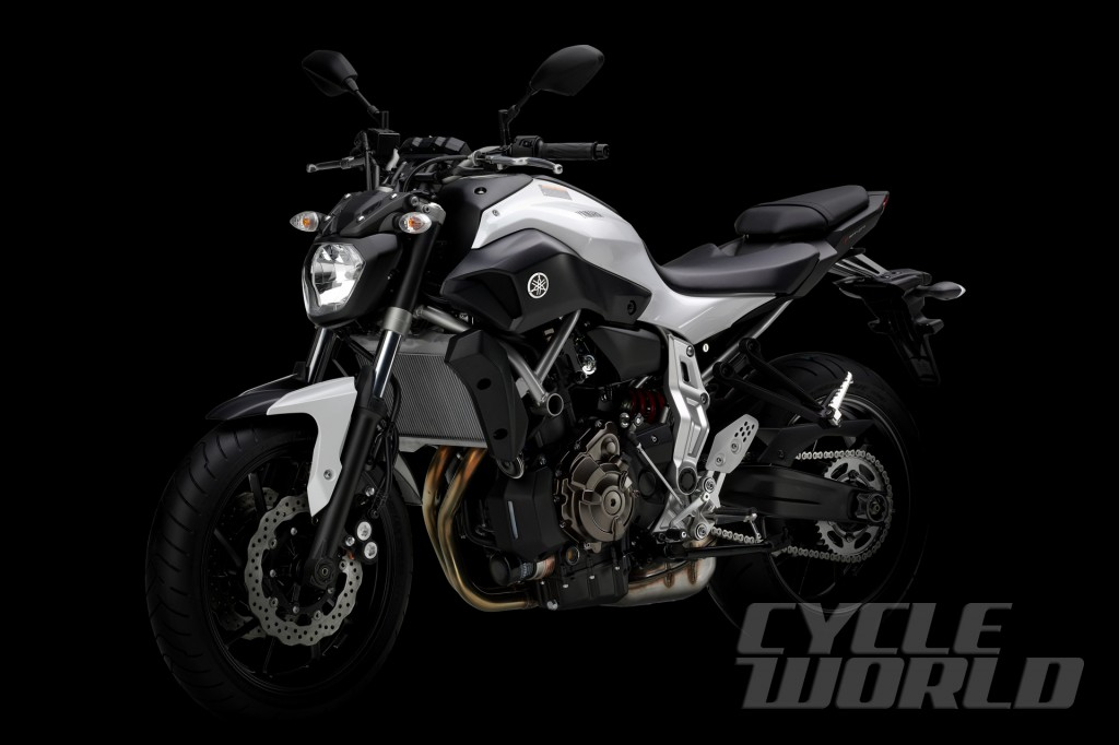2014-Yamaha-MT-07_studio-white